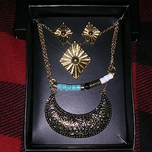 Textured Arc Layered Necklace & Earring Set